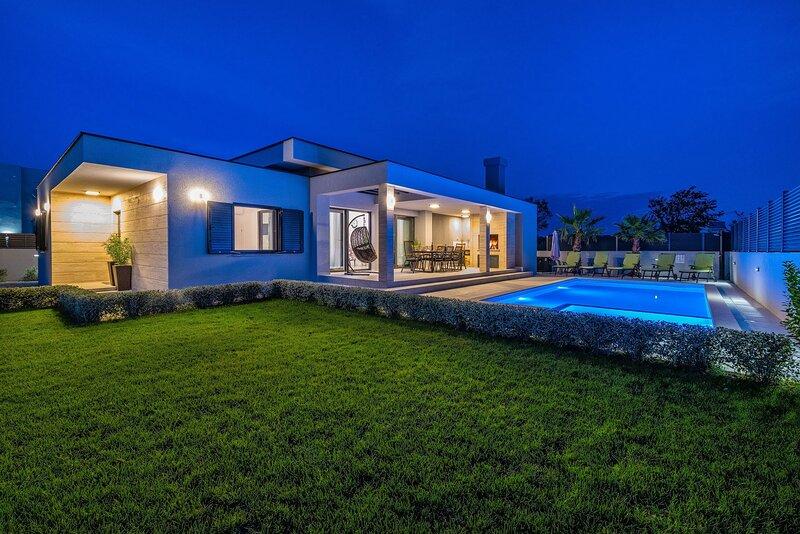 Beautiful Villa Lorena Dalmacija, with a Pool, vacation rental in Nin