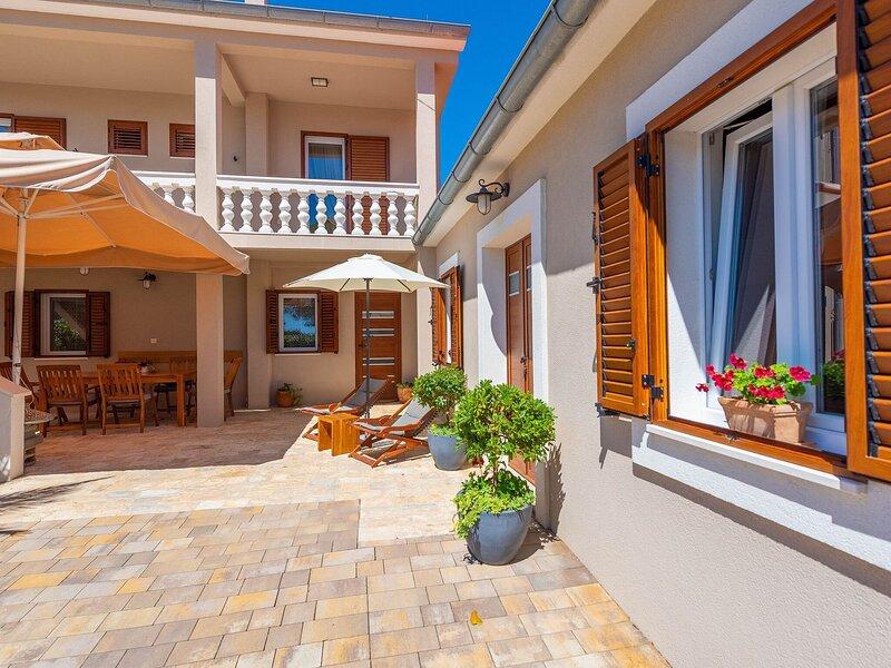 Villa Lukica, holiday rental in Privlaka