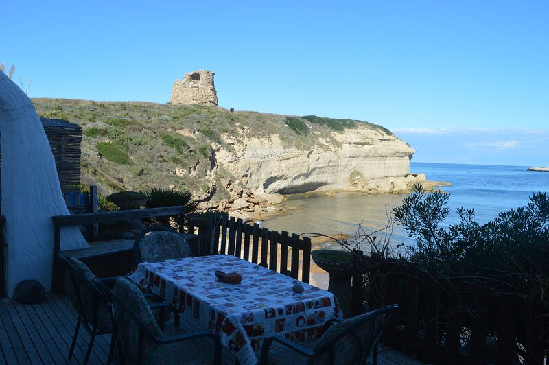 House on the Beach 15 meters from the sea, vacation rental in Torre del Pozzo