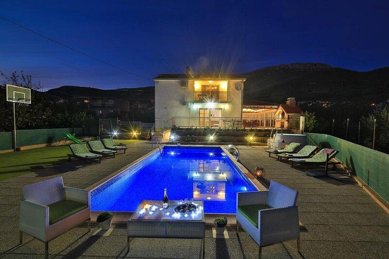 Holiday Home Mirador, alquiler de vacaciones en Kastel Stari