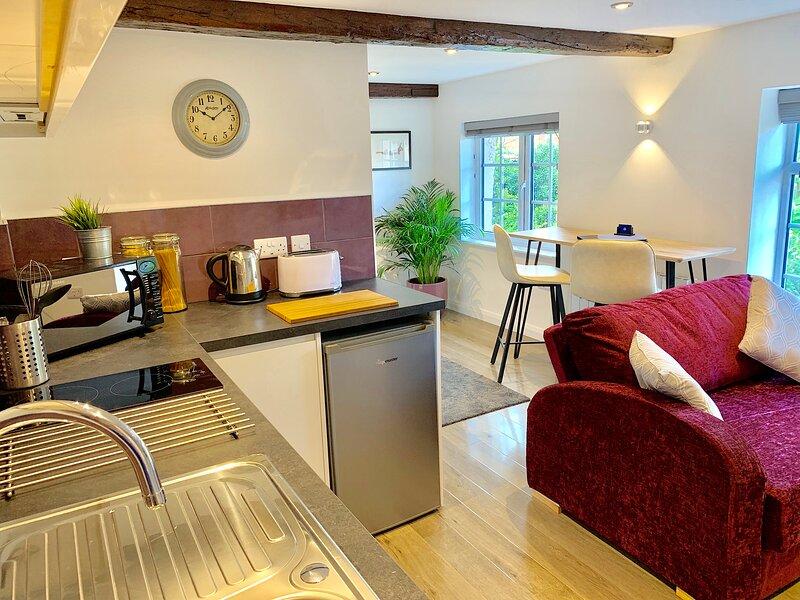 Garden View: A bright and spacious apartment w/beautiful views over gardens, location de vacances à Borrowash