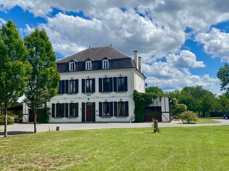 Le Château des Canards dit:'Le Paradou', holiday rental in Heer