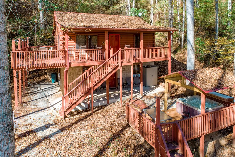 New listing! Cozy & secluded family-friendly home w/ a private, outdoor hot tub, holiday rental in Cherokee