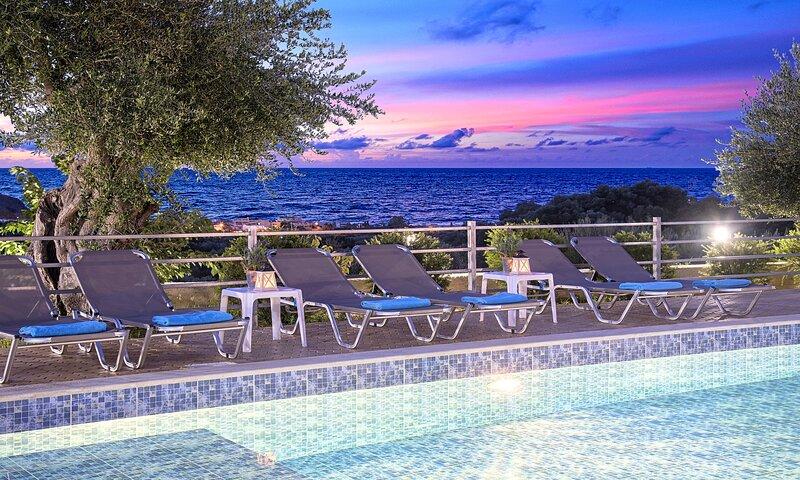 Aqua Blue Villa with Private Heated Pool, aluguéis de temporada em Georgioupolis
