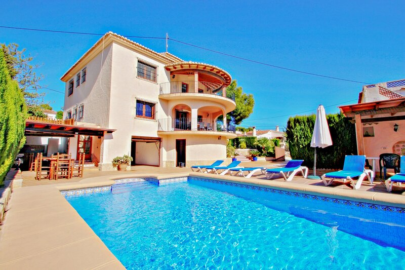 Emilia - holiday home with ocean view and private pool in Benissa, holiday rental in La Llobella