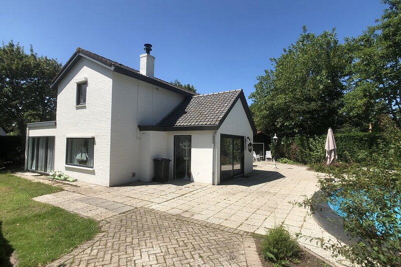 Detached, beautiful villa in Cadzand-Bad, 2-7 persons. 5 min walk from beach, location de vacances à Cadzand