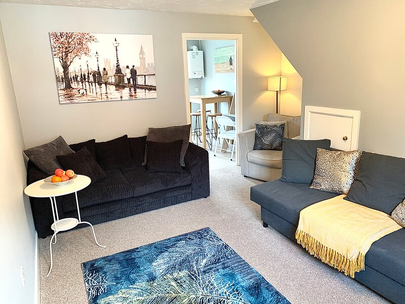 The Townhouse: A spacious and cosy townhouse w/ private garden and parking, location de vacances à Borrowash