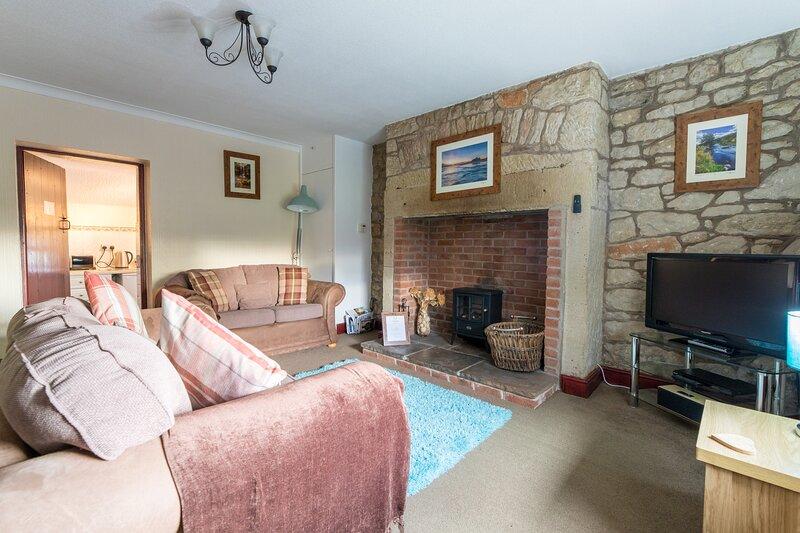 No.3 Rose Cottage Bamburgh, holiday rental in Waren Mill