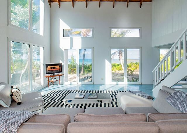 Two Bedroom with Loft DIRECTLY on World Famous French Leave Beach, casa vacanza a Governor's Harbour