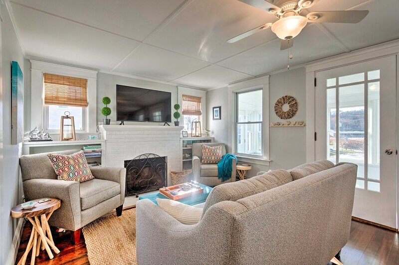 NEW! Charming Cottage ~5 Mi to Narragansett Beach!, holiday rental in Jamestown