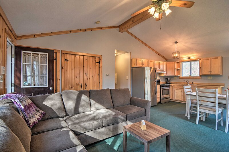 NEW! Snowmobiling & Hunting Cabin on Groomed Trail, holiday rental in Mio