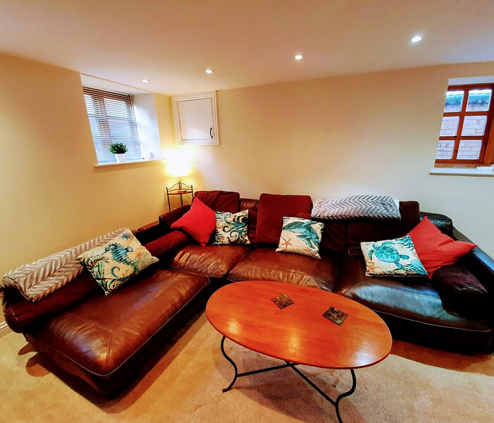 Lotus Mews - A Cosy Seaside Cottage in Scarborough, holiday rental in Crossgates