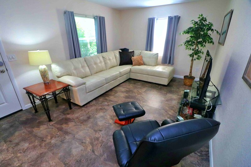 Coastal Beaches, Sunsets, and Seafood in Tarpon Springs!, holiday rental in Trinity
