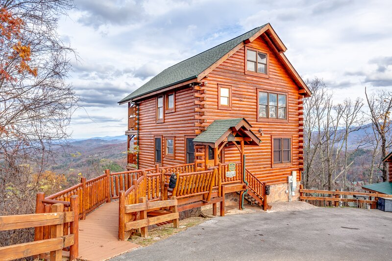 EagleWatch | Stunning Mt Views, Hottub, Game Rm!, holiday rental in Sevierville