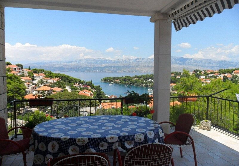 Ivope - with great view: A1(6+2) - Splitska, location de vacances à Splitska