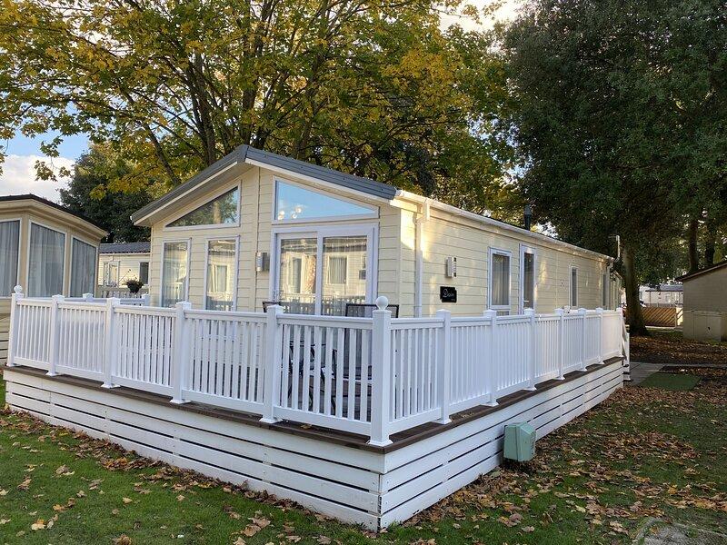 Serendipity - Sandhills Holiday Park - Mudeford, holiday rental in Highcliffe
