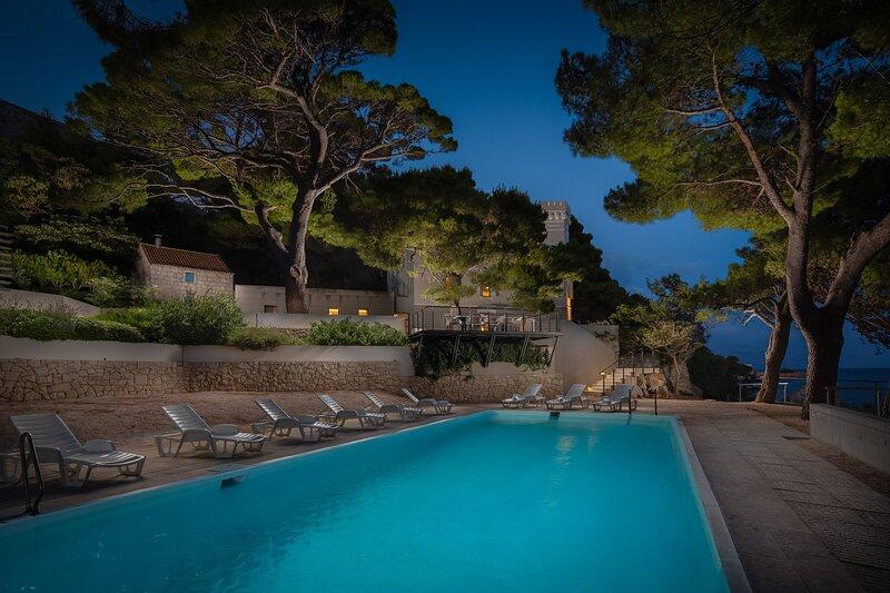Beachfront Villa Castellum with Pool, vacation rental in Ruskamen
