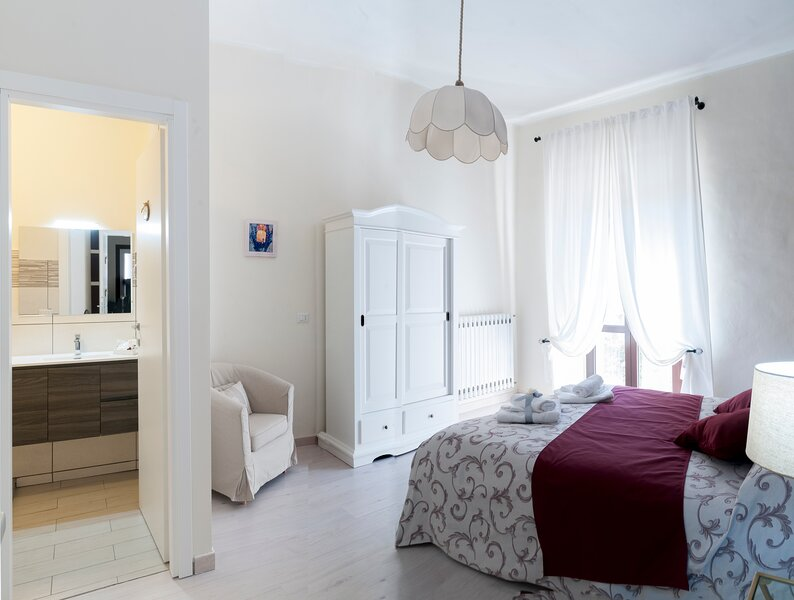 B&B LE FINESTRE SULLA PIAZZA, vacation rental in Oratino