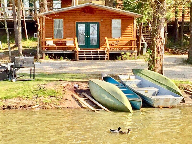 Waterfront Cabin #2 on Lake Livingston Texas – semesterbostad i Livingston