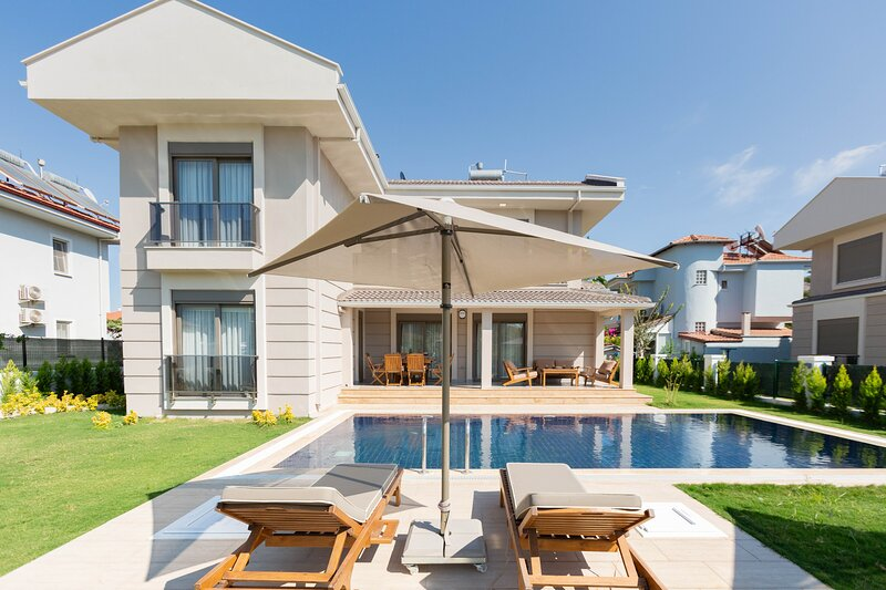 Villa Orkide - 3 bedrooms with private pool, luxury and fully equipped, alquiler vacacional en Okcular