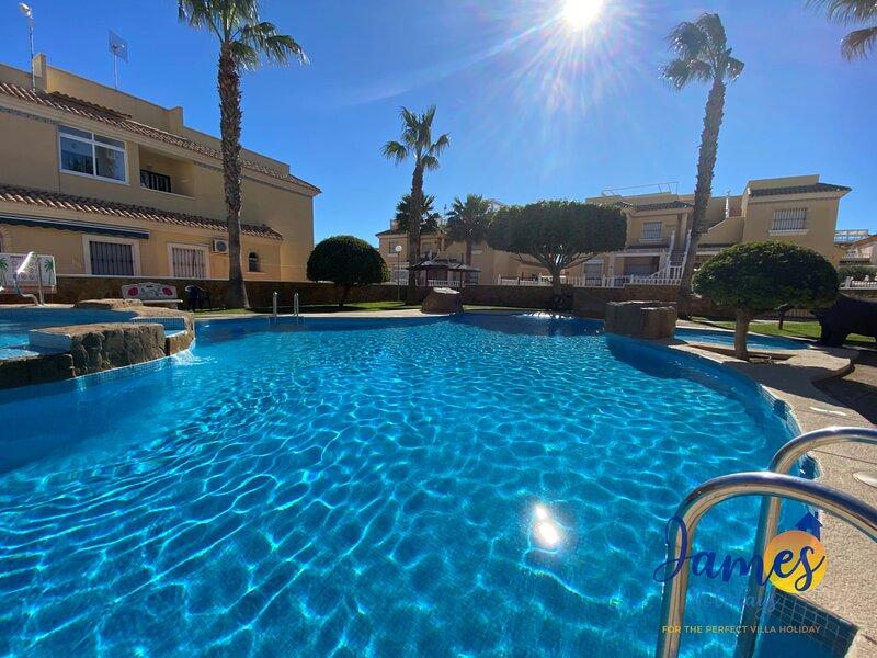 Brisa Golf II ground floor apartment with 2 comm pools EB6, holiday rental in Los Dolses