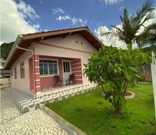 Casa Veraneio Bombinhas/Zimbros, alquiler vacacional en Porto Belo