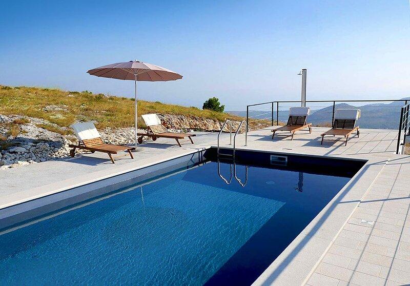 Luxury Villa Branko with private pool near Dubrovnik, location de vacances à Ivanica