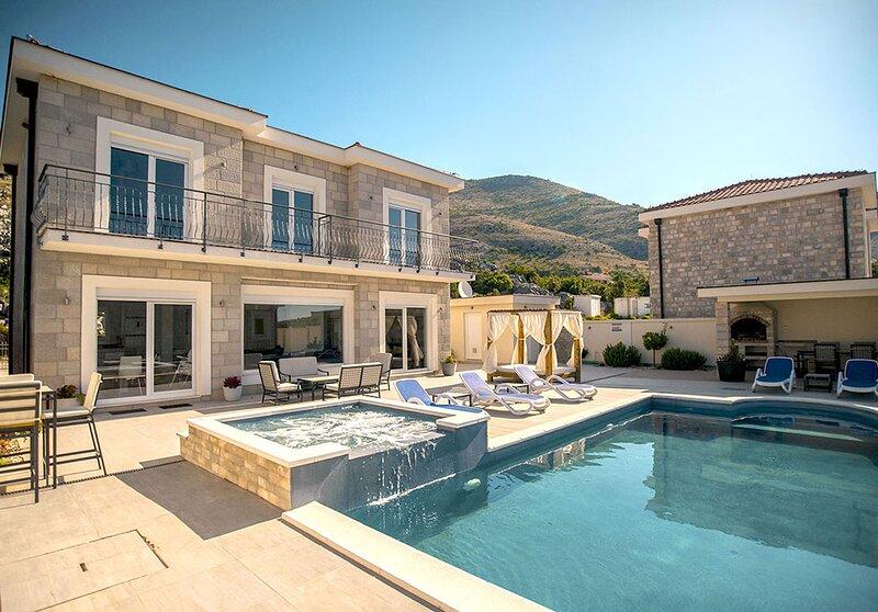 Luxury Villa Miriam with private pool/Jet pool near Dubrovnik, location de vacances à Ivanica