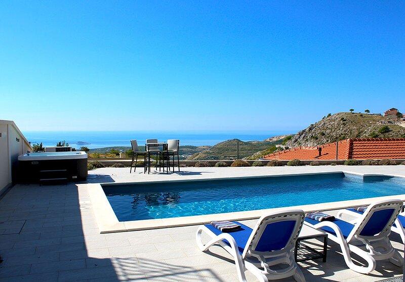 Luxury Villa Ragusa with private pool and Jacuzzi near Dubrovnik, location de vacances à Ivanica