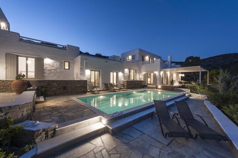 Luxury Villa Valente Paros, alquiler de vacaciones en Aliki