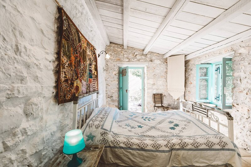 Authentic Greek Cottage- Daisy- Great Sea Views Ama 1304248, holiday rental in Varvara