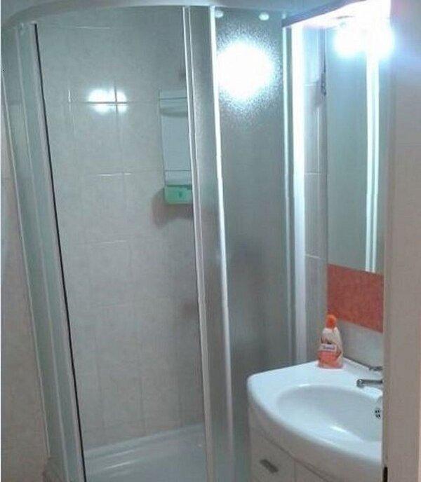 A2(2+3): bathroom with toilet