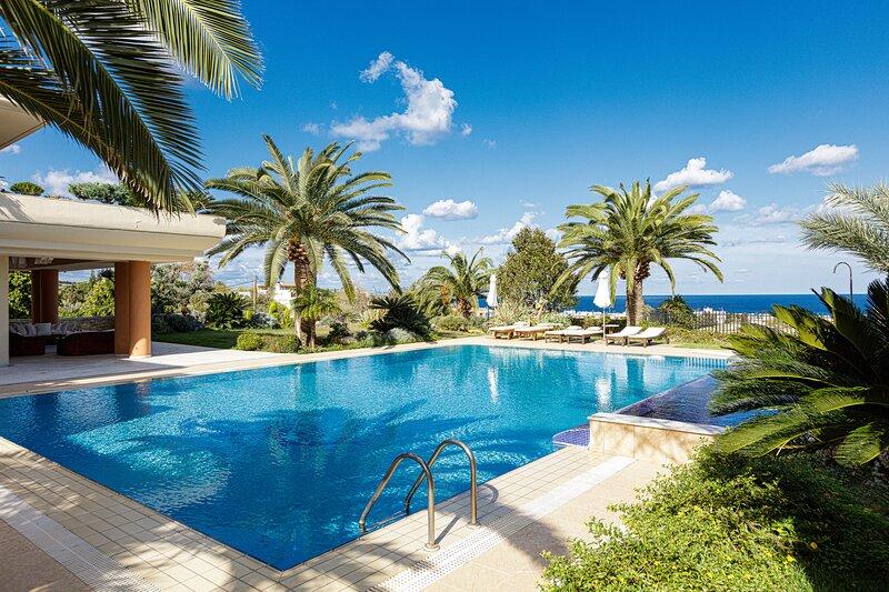 Palm Hill Villa,Royal Retreat!, alquiler de vacaciones en Rethymnon