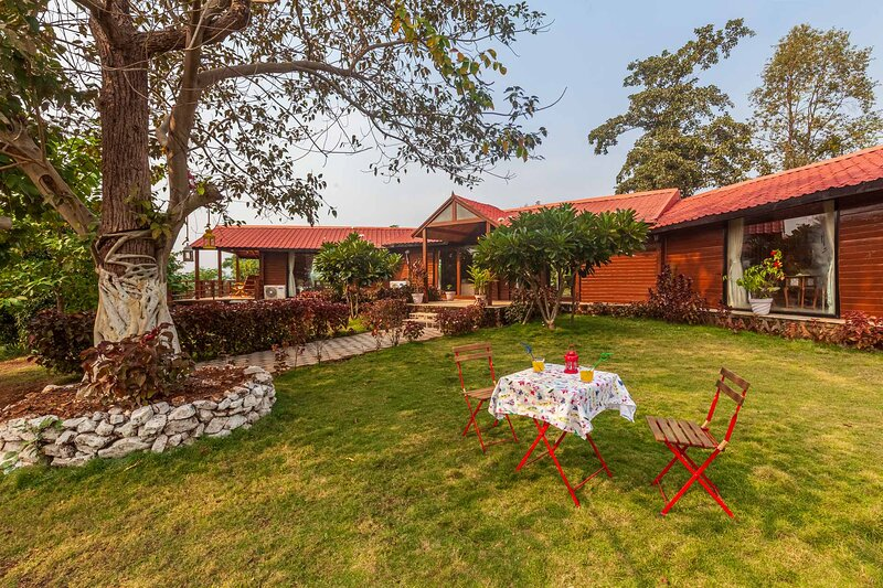 Anjee's Chalet by Vista Rooms, holiday rental in Neral