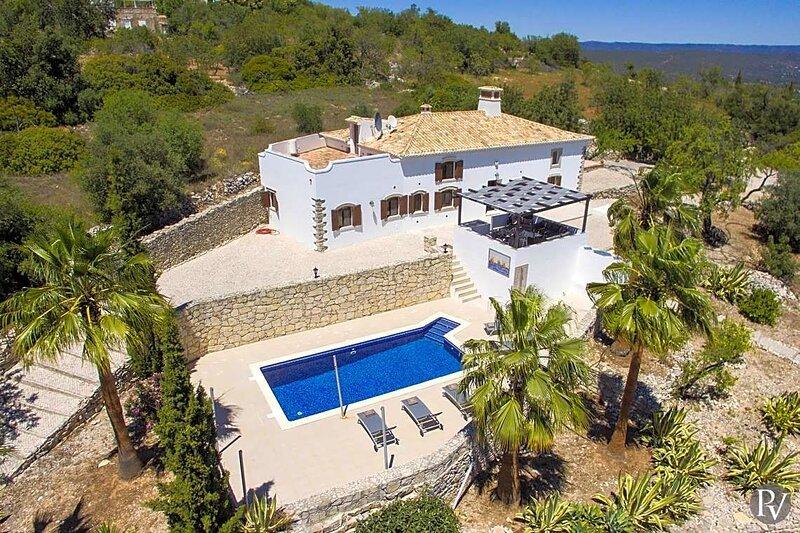 Corregos de Monte Seco Villa Sleeps 6 with Pool Air Con and WiFi - 5875110, casa vacanza a Espargal