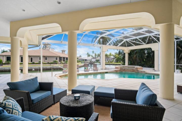 New! Spacious Waterfront Retreat for the Family w/Heated Pool & Spa, WiFi; Watch, vacation rental in Marco Island