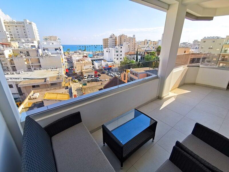 Sunny Daze Seaview Apartment, vacation rental in Aradippou