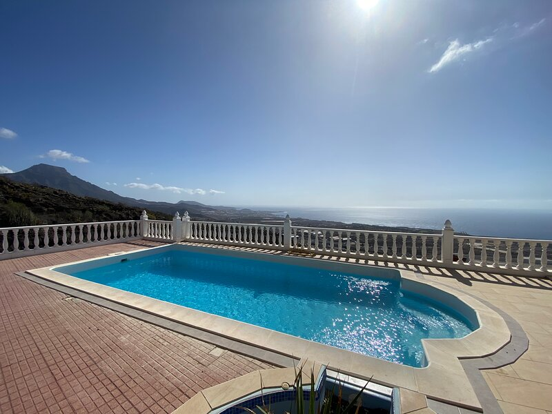 4 bedroom villa, with private heated pool, rural location, beautiful sea views, holiday rental in Armenime