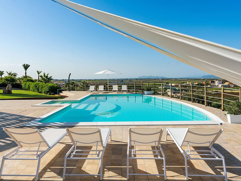 Paceco Villa Sleeps 9 with Pool Air Con and WiFi - 5872178, holiday rental in Dattilo