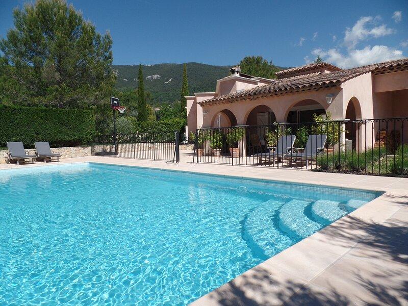 Spacious 5 Bedroom Villa with Private Pool set in 3 Acres of garden and woodland, aluguéis de temporada em Seillans