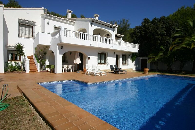 Fanadix Villa Sleeps 10 with Pool Air Con and WiFi - 5875127, holiday rental in Benimeit