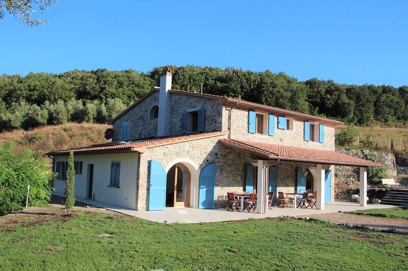 Traumhafte neue Villa in Meernähe in einer der schönsten Gegenden der Toskana, holiday rental in Pomaia