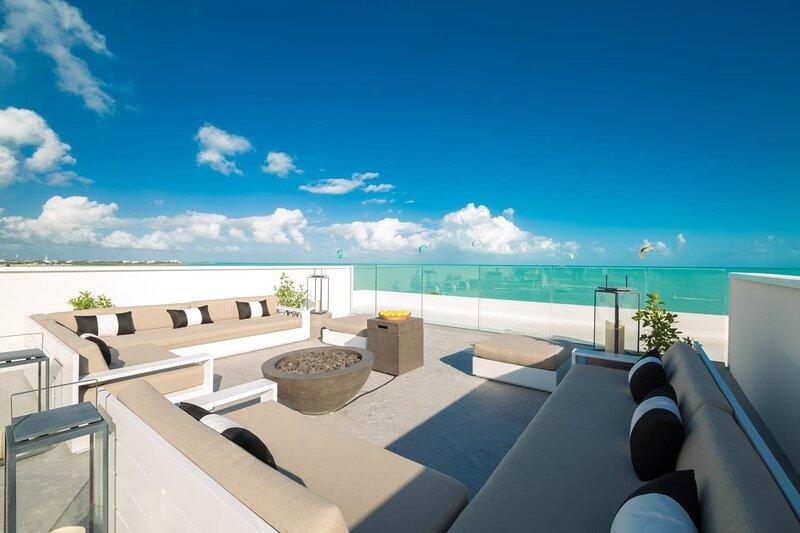 NEW Luxe LifeStyle Resort Ocean View Studio w/ WaterSports Onsite, aluguéis de temporada em Five Cays Settlement