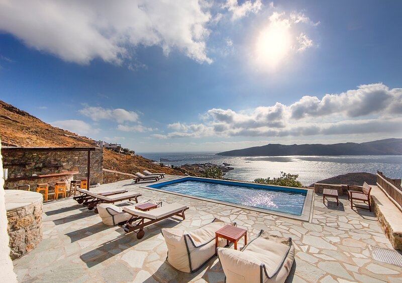 5***** Villa/Breathtaking Aegean Sea View/ Beach Walking Distance/ Private Pool, Ferienwohnung in Mykonos