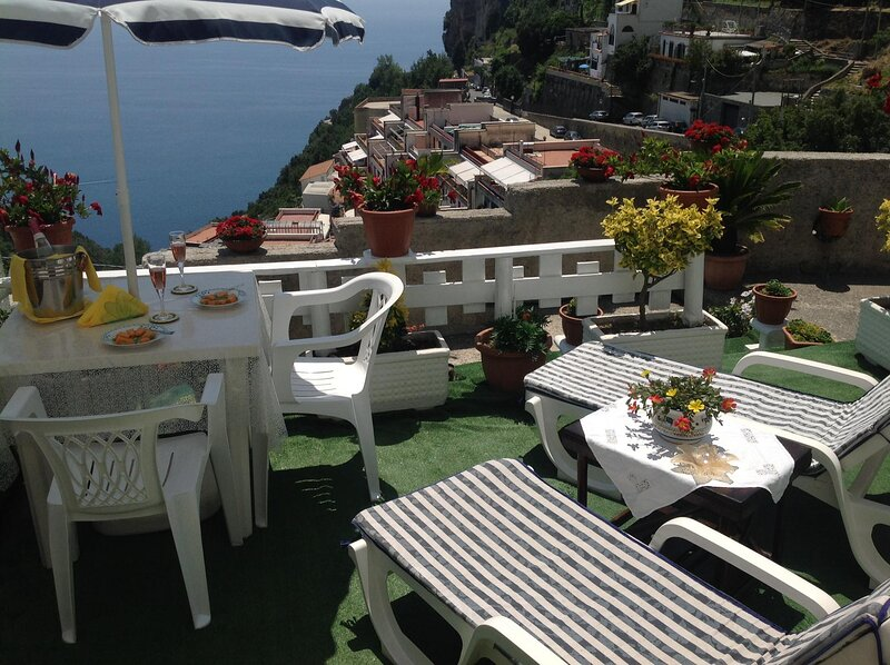 CASA ENZO WITH STUNNING SEA VIEW, vacation rental in Pogerola