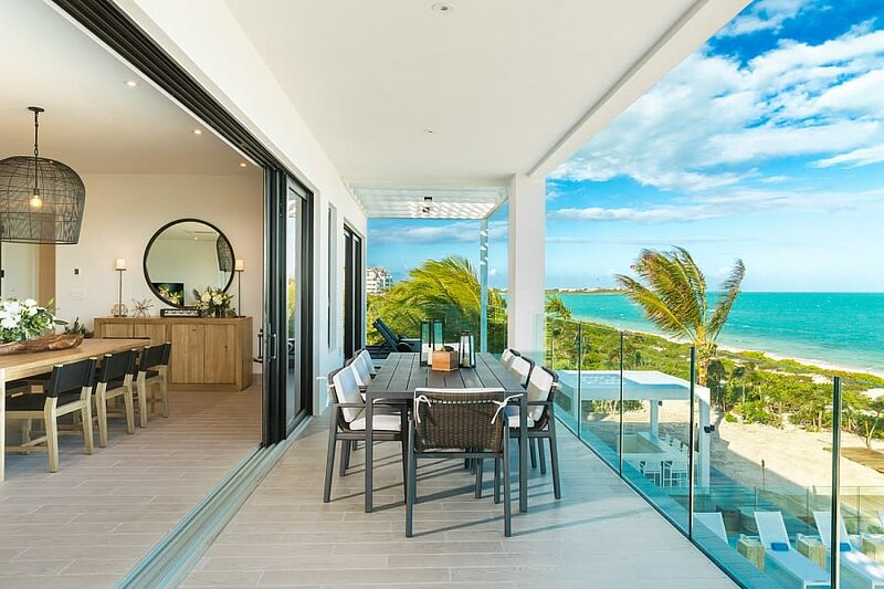Grandiose LifeStyle Resort Penthouse ⎮Infinity Pool ⎮Oceanfront ⎮Long Bay Beach, aluguéis de temporada em Five Cays Settlement