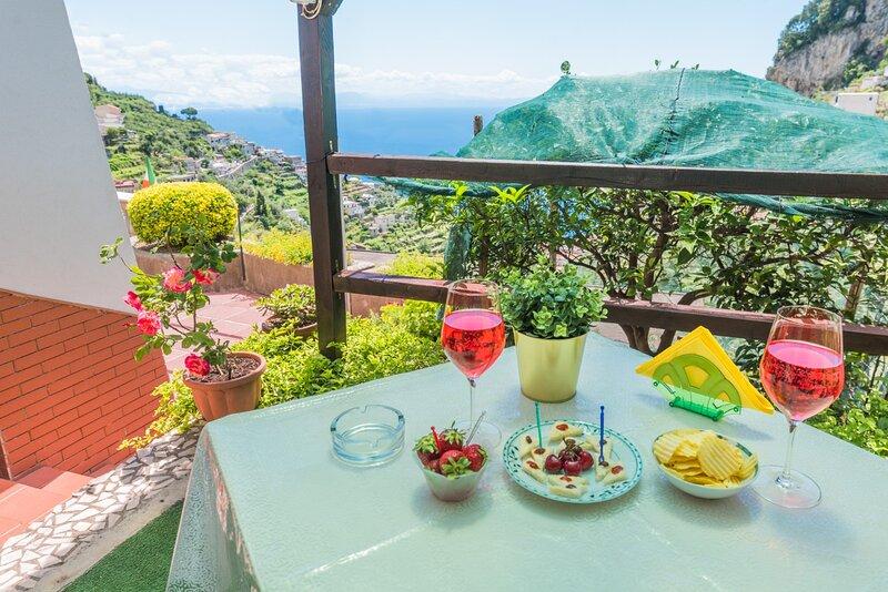 LA VILLA DI ENZO WITH SEA VIEW, vacation rental in Pogerola