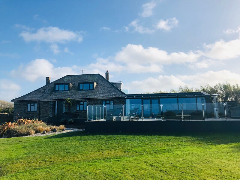 Tregea, stunning home in Harlyn Bay, sleeps 11 plus two cots, location de vacances à Padstow