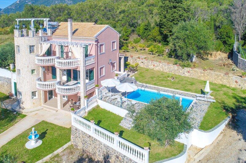 Eleonas: Elegant villa close to Ipsos, A/C, WiFi, holiday rental in Skripero