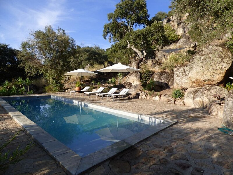Enchanting country house for 6 in Extremadura, vacation rental in Montanchez
